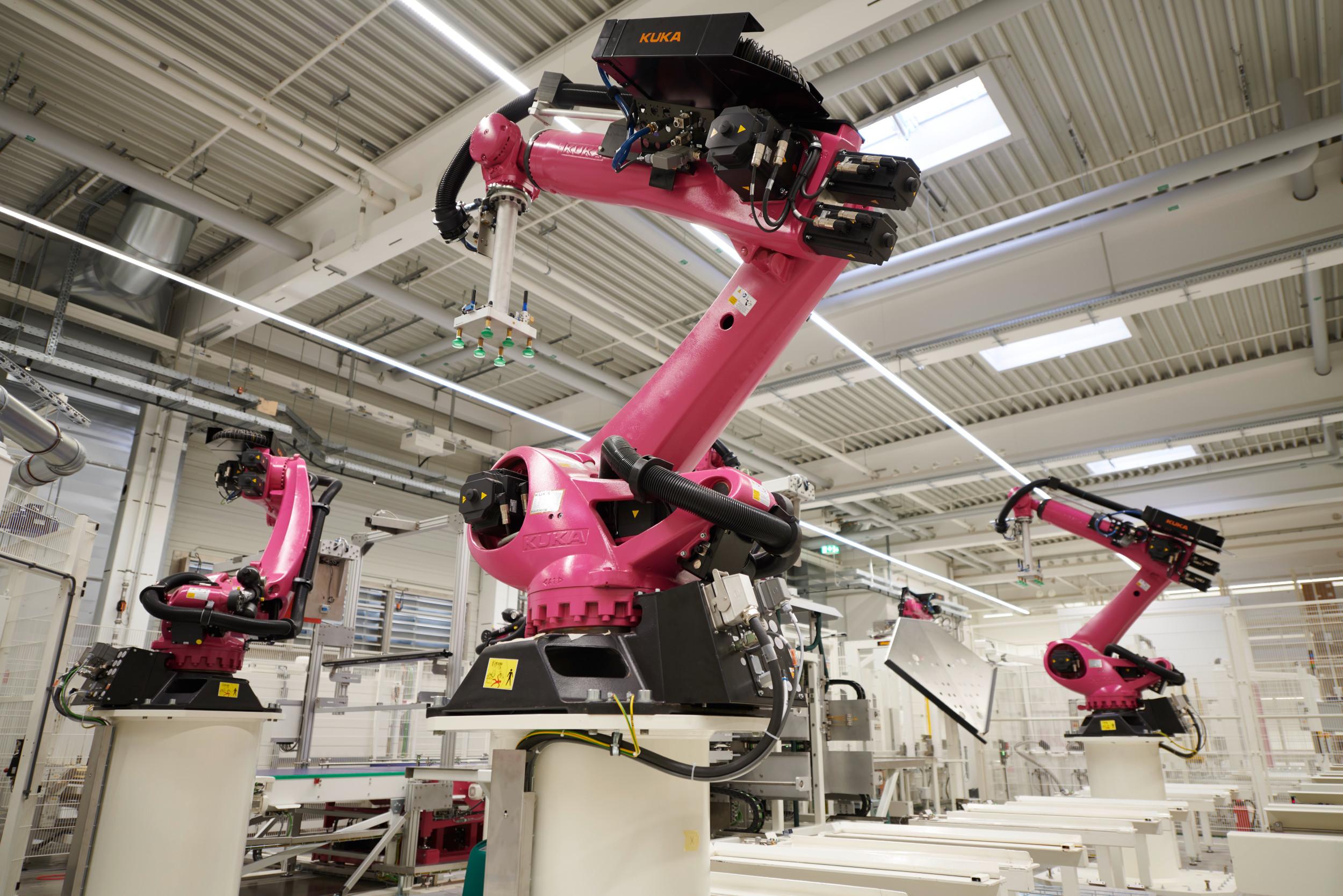 Bereits heute verbinden übergeordnete Leitsysteme Maschinen und Handling-Systeme zu einem Kommunikationsnetzwerk nach den Standards von Industrie 4.0. Bild: Rittal